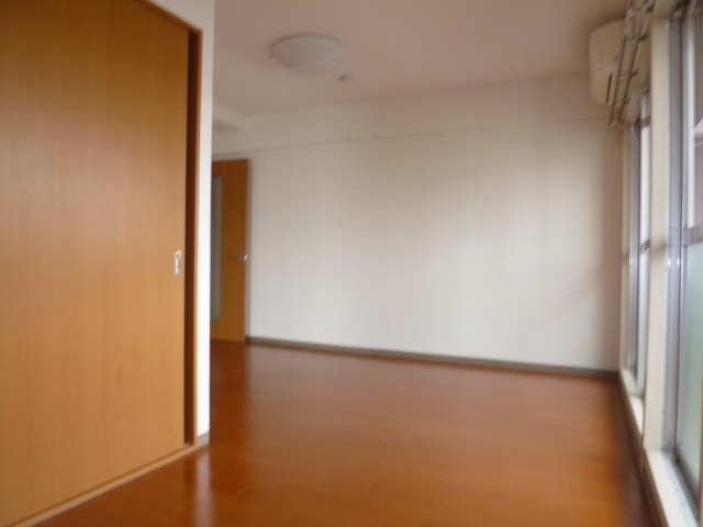 サンプラザ金山 9階 室内