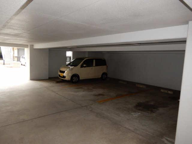 セントラルハイツ金山 5階 駐車場