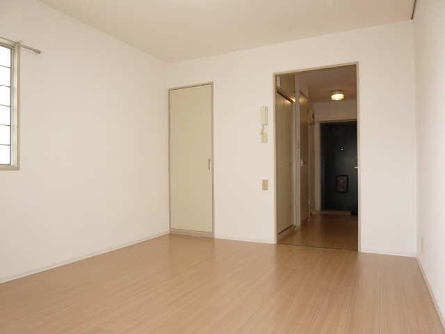 ハーモニアス白鳥 2階 室内