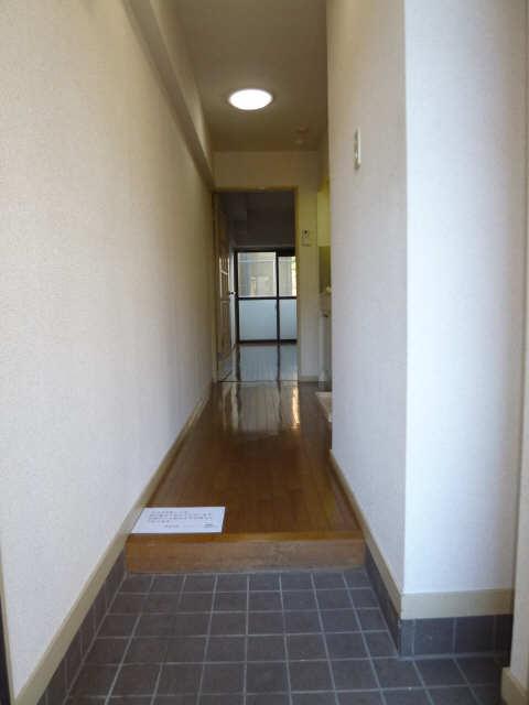 ハイツ金山 1階 玄関から見た奥行き