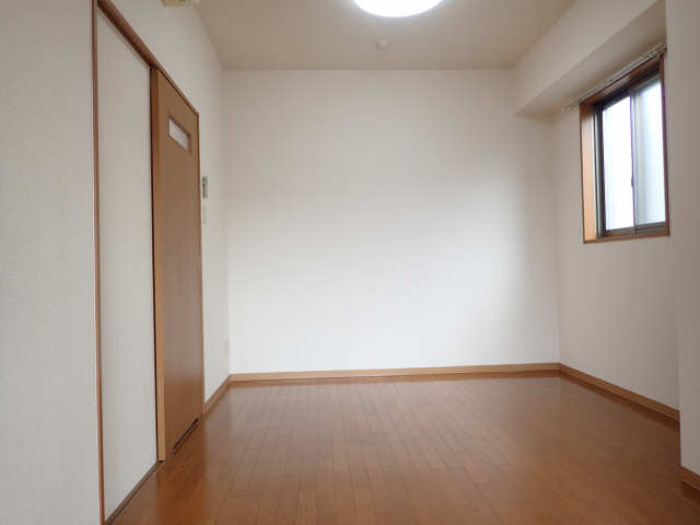 プロビデンス金山 3階 洋室リビング側から