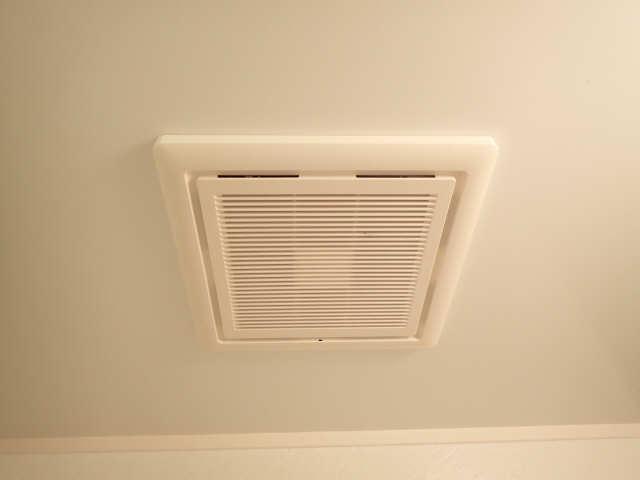 プロビデンス金山 3階 浴室換気扇