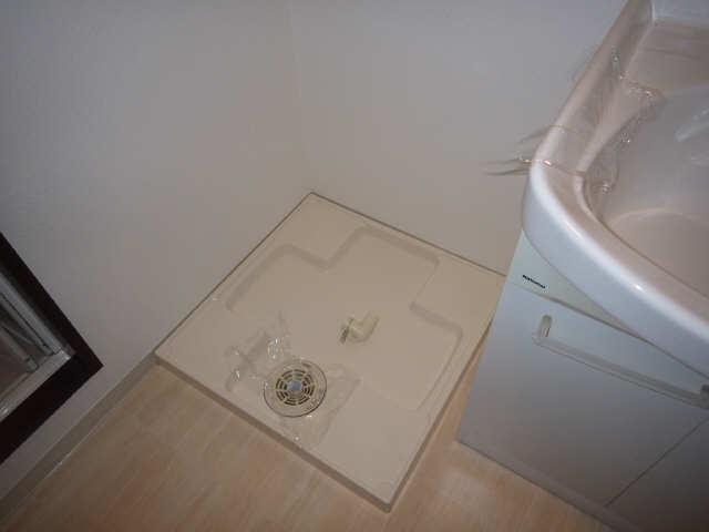 ビ・アバンス 6階 洗濯機置場