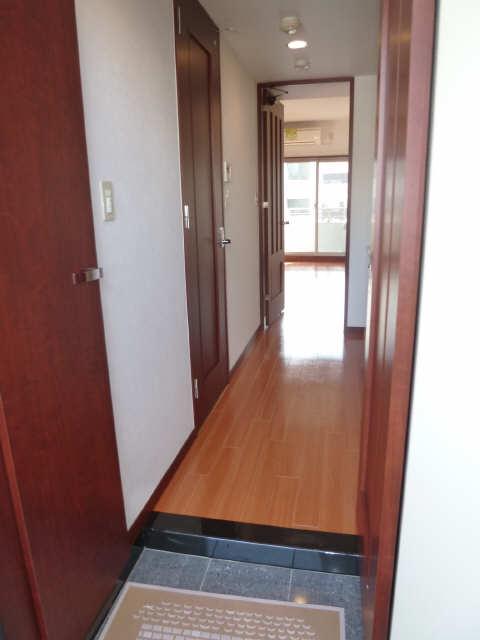 ESSE東別院 7階 玄関から見た奥行き