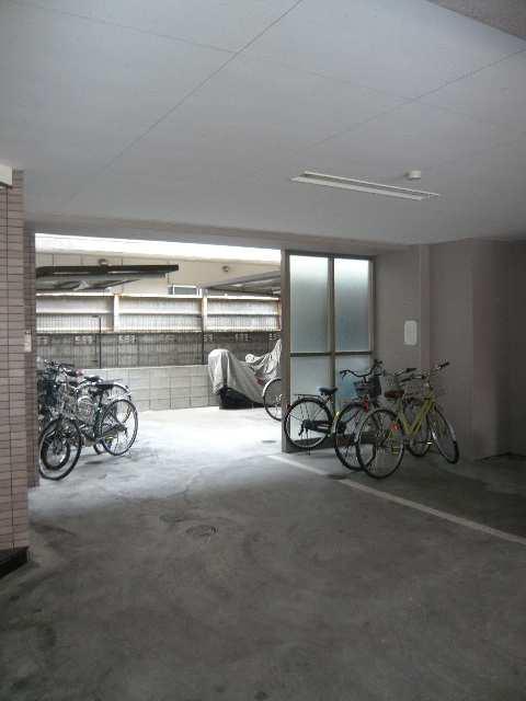 ピースフル金山 6階 自転車置場