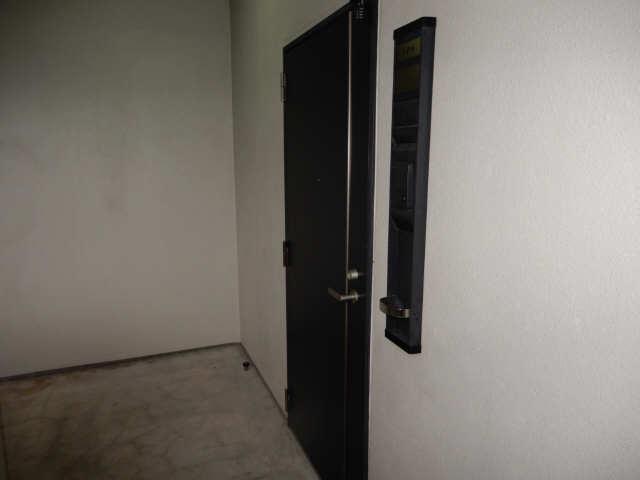 パークフラッツ金山 5階 玄関