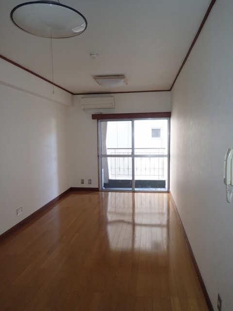メゾン金山 205号 2階 室内