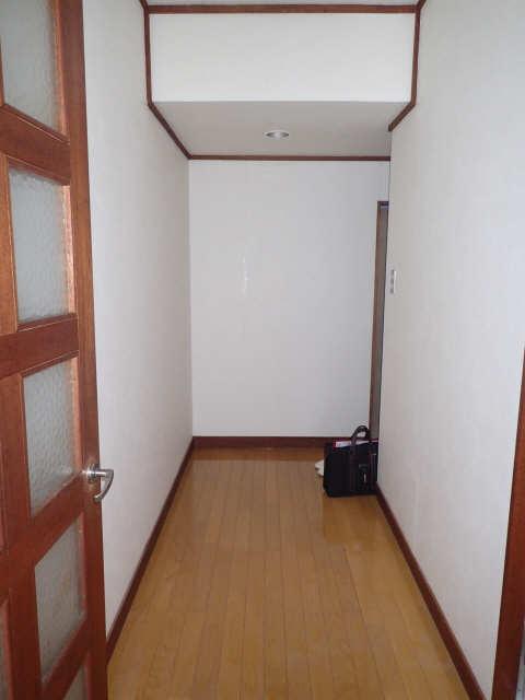 メゾン金山 205号 2階 玄関