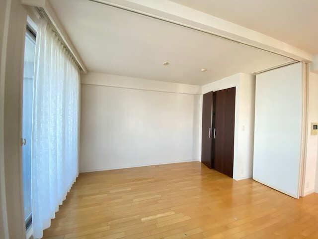 ロイヤルクレスト金山 803号 8階 室内