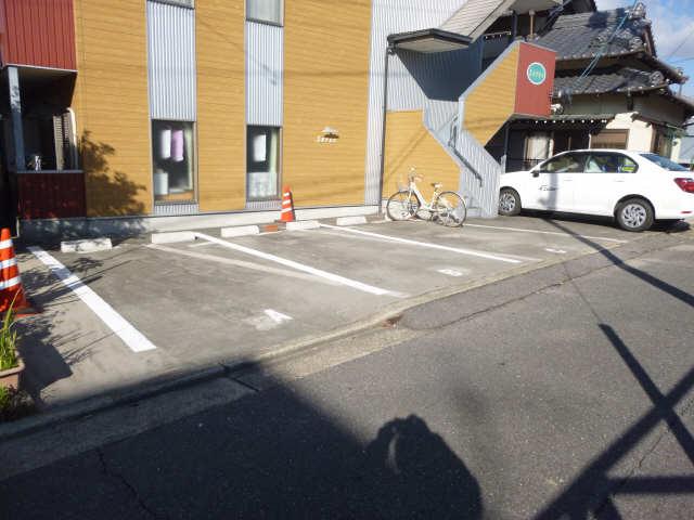 セレス 1階 駐車場