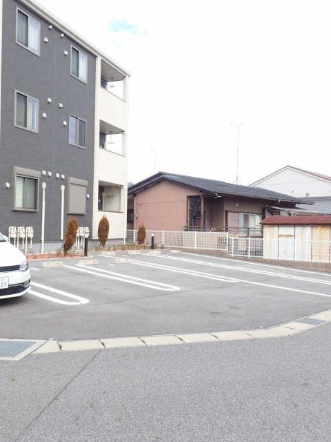 アミールS 駐車場