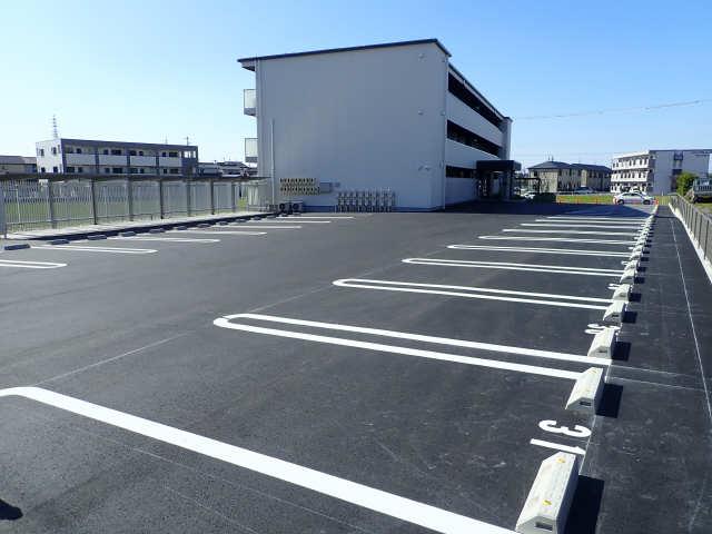 Greenage 1階 駐車場