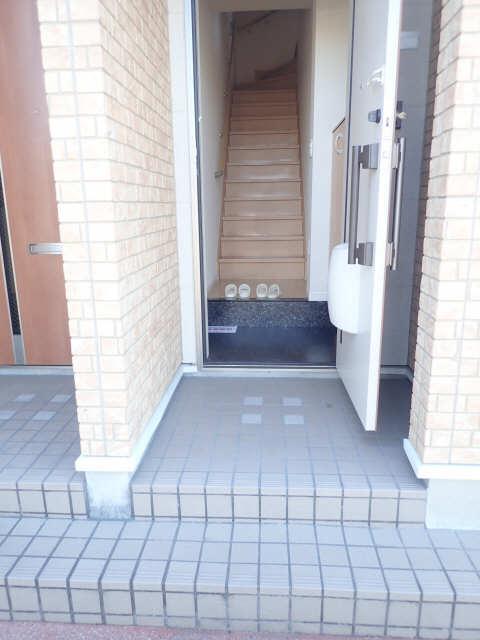 ヴィレッジ 2階 玄関
