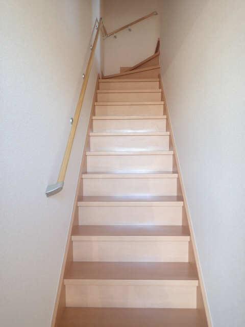 ヴィレッジ 2階 階段