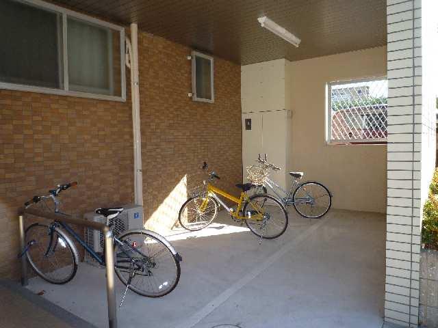 ピースフル・ガーデン 1階 自転車置き場