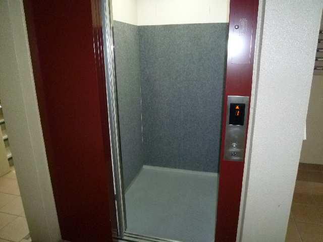 カーサヴェルデ 4階 エレベーター