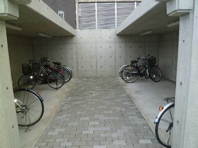カーサヴェルデ 4階 駐輪場