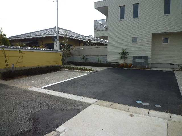 リヴェール清水山 1階 駐車場