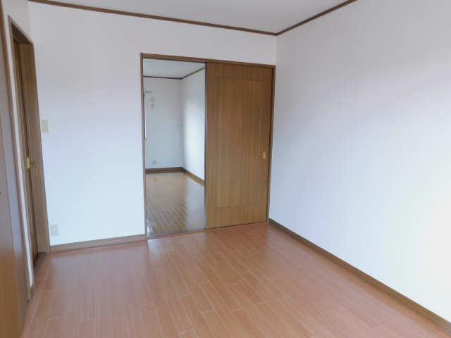 ラポール弥生  2階南洋室