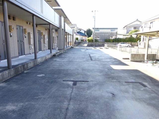 シャルム マノワールB 1階 駐車場