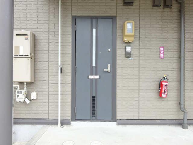 シャルム マノワールB 1階 玄関