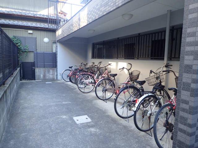 レジデンス滝子館 3階 駐輪場