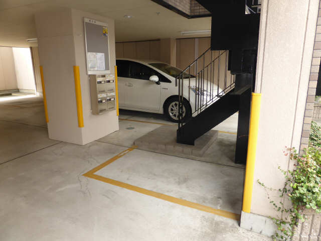 セレーノ御器所 3階 駐輪場