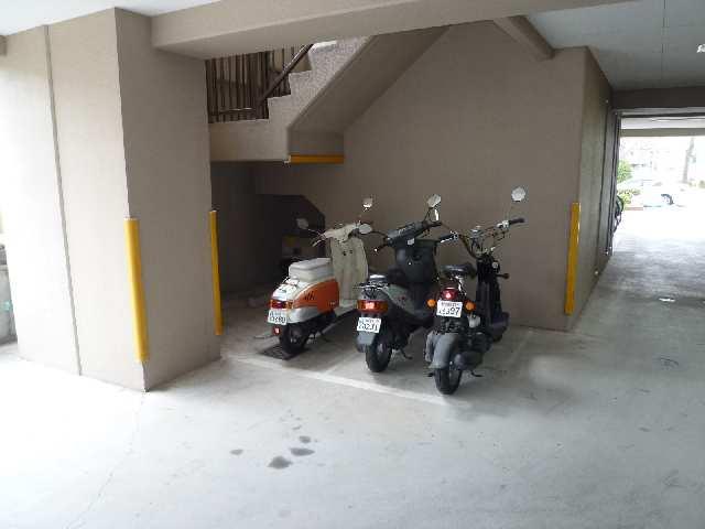 クレストMK荒畑 5階 二輪駐車場