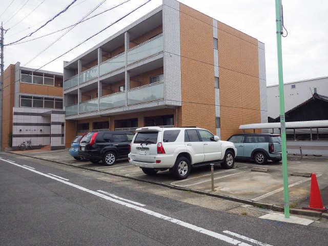 鶴羽之彩 3階 駐車場