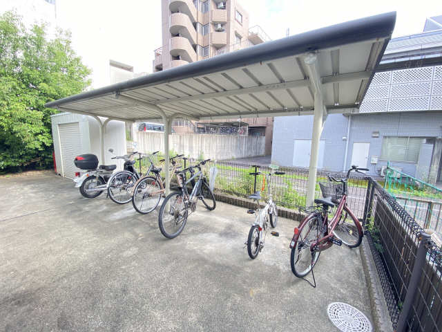 レオパレス和楽 2階 駐輪場