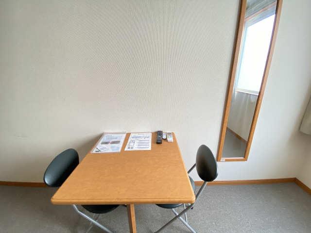 レオパレス和楽 2階 テーブル