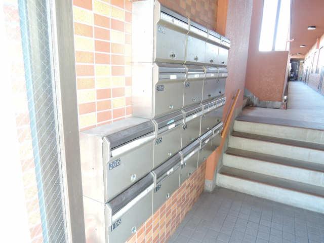 イルプリンチパーレ 4階 集合ポスト