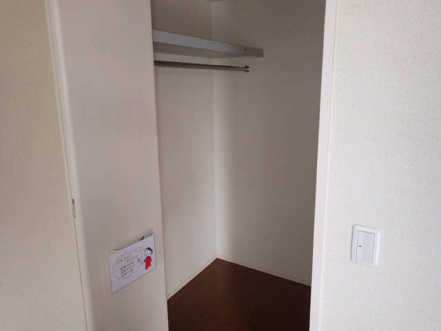 マノワール十六田 1階 収納