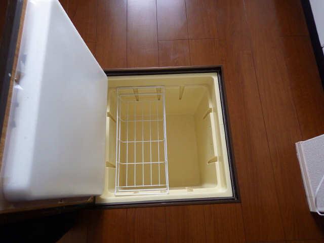 マノワール十六田 1階 床下収納