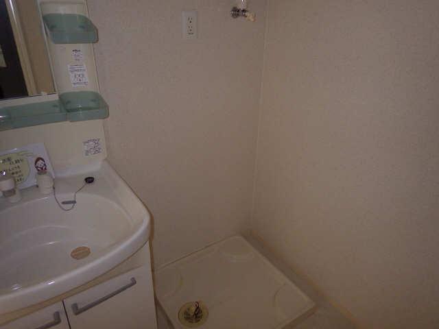 マノワール十六田 1階 洗濯機置場