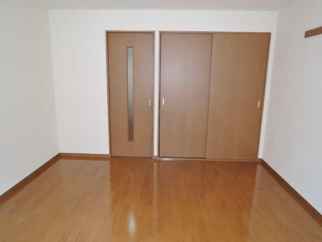 ドミール御日塚 1階 室内