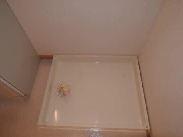 ドミール御日塚 1階 洗濯機置場