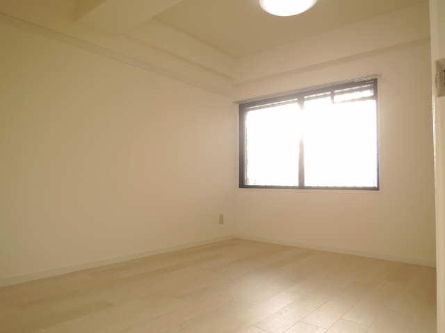 ウーリィパレス大森 3階 室内