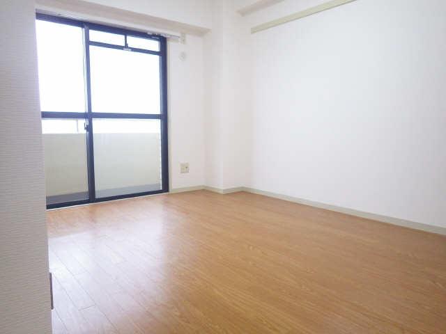 ウーリィパレス大森 6階 室内