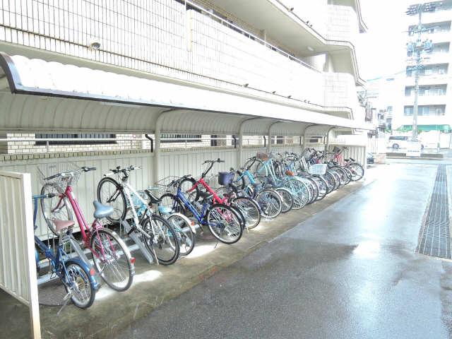 ウーリィパレス大森 6階 駐輪場