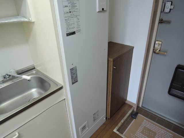 ラ・ウォーム 4階 電気温水器