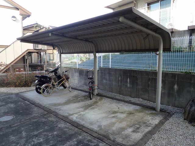 ルミナスコート 1階 駐輪場