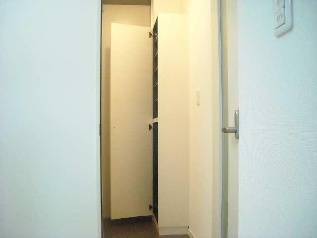 ルミナスコート 1階 下駄箱