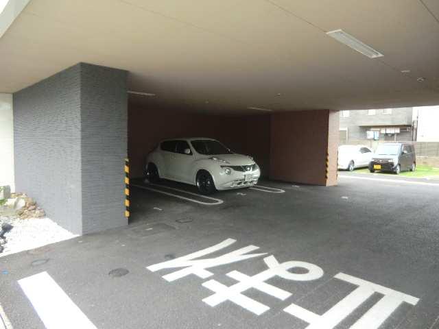 THREE ARTS 3階 駐車場