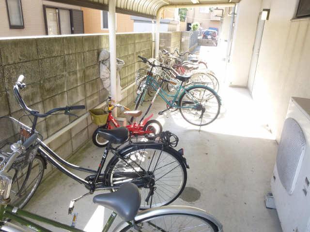 アモール喜多山 4階 駐輪場