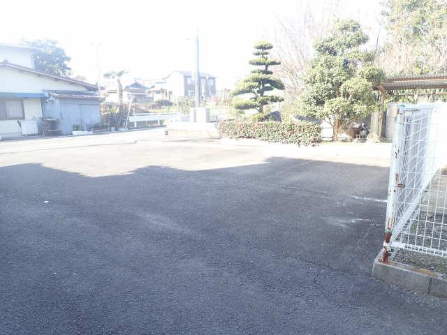 西松貸家 駐車場