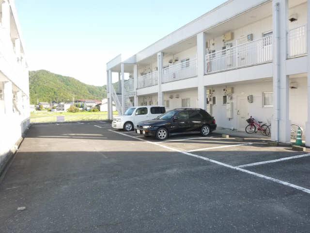 メゾンドジョイフル 2階 駐車場