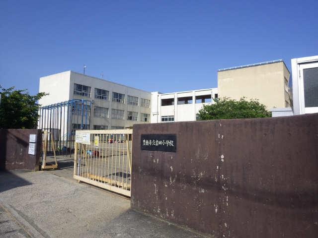 エルメゾン平川本町 1階 小学校