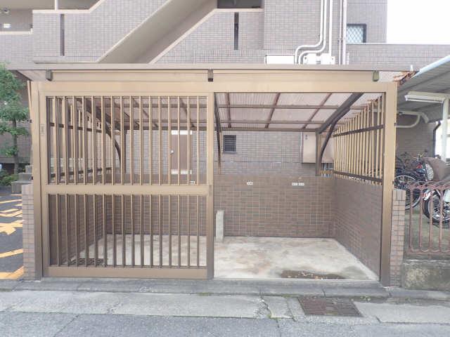 ファミール西浜田南館 1階 専用ゴミ置き場