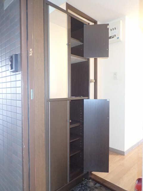 ファミール西浜田南館 1階 シューズBOX